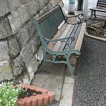 住宅地のベンチ